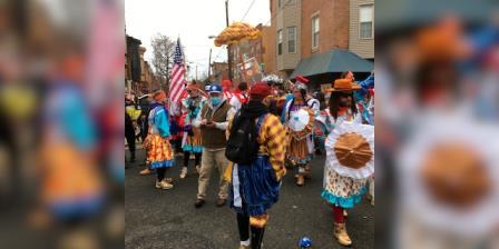 尽管游行被取消,仍有挑衅的小丑昂首阔步穿过费城南部