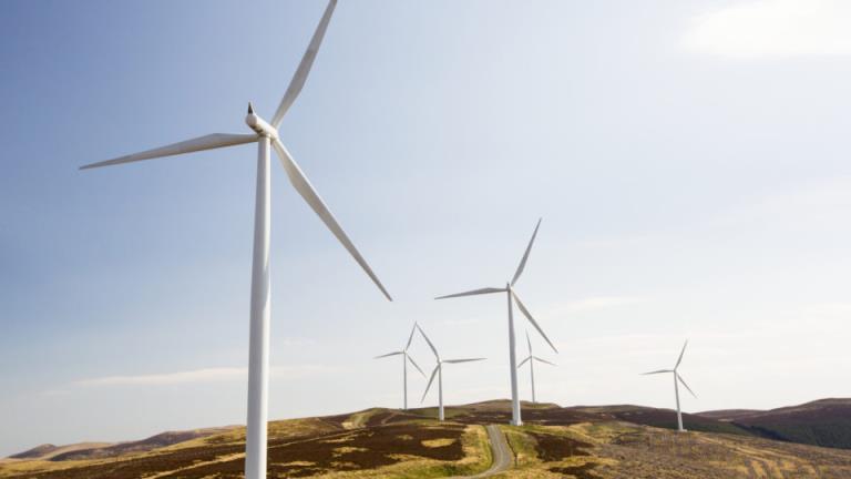 """各国政府敦促摒弃""""创可贴的解决方案"""",以避免向可再生能源的过渡受到阻碍"""