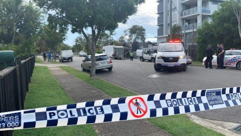 在布里斯班海湾的家中发现一名男子的尸体后,警方展开了谋杀调查