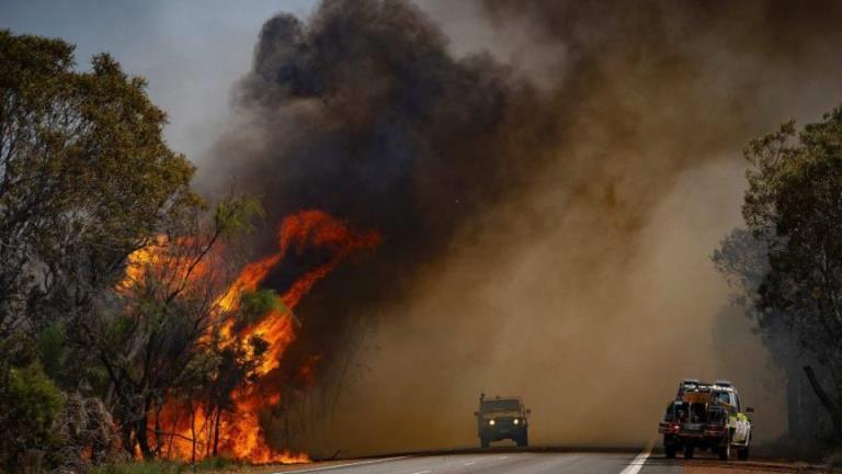 珀斯北部的森林火灾紧急情况仍在继续,消防员正准备应对日益恶化的环境