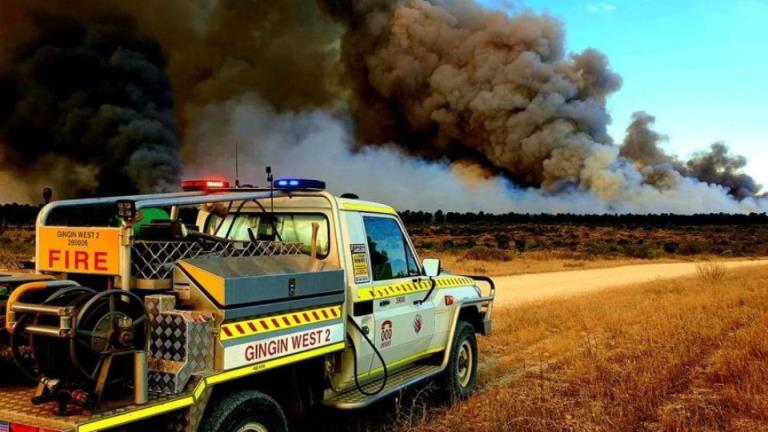 消防员准备应对极端天气,珀斯北部的森林大火打破了围堵线