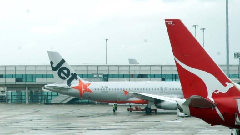 一名从维多利亚飞往昆士兰的妇女在英国COVID-19新变种检测中呈阳性
