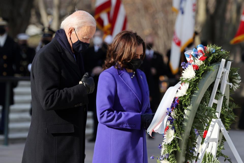 """欢迎来到白宫:乔·拜登总统呼吁在""""历史与希望""""之日结束""""非内战"""""""