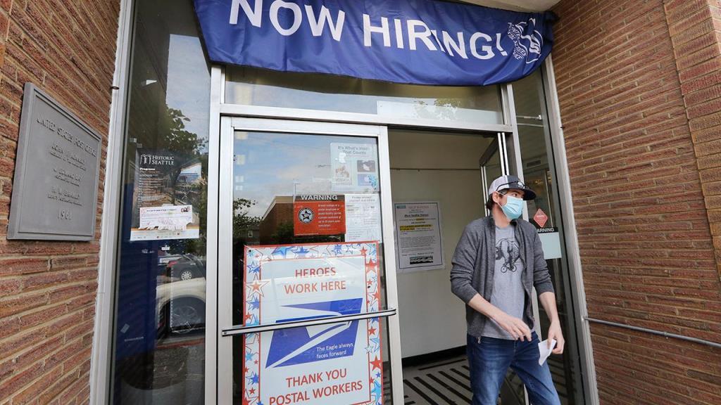 邮政服务整合邮政区,为非工会工人提供提前退休