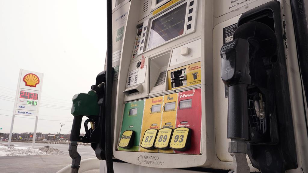 拜登暂停在联邦土地上发放新的石油和天然气许可证,立法者要求得到答案