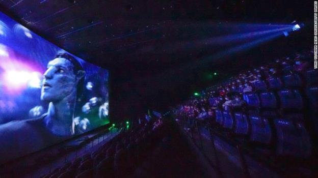 《阿凡达》(Avatar)在中国上映后重夺票房冠军宝座