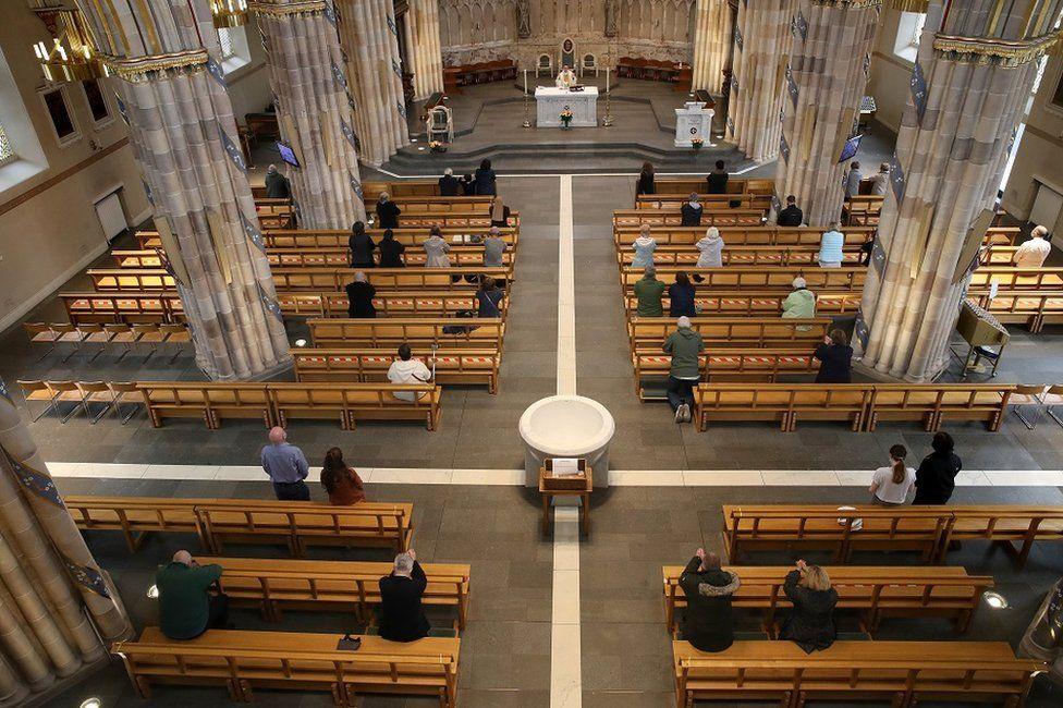 新冠肺炎在苏格兰:教会赢得限制法律挑战