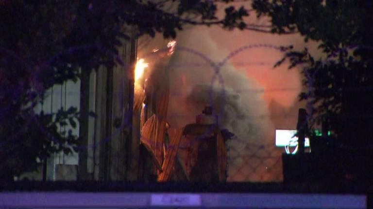 位于温菲尔德的阿德莱德的Visy回收工厂着火了,烟雾弥漫在阿德莱德的北部