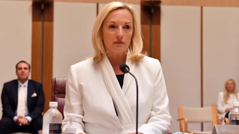 """""""自杀""""的前澳大利亚邮政老板说,总理和公司主席""""欺负""""她,让她失业"""