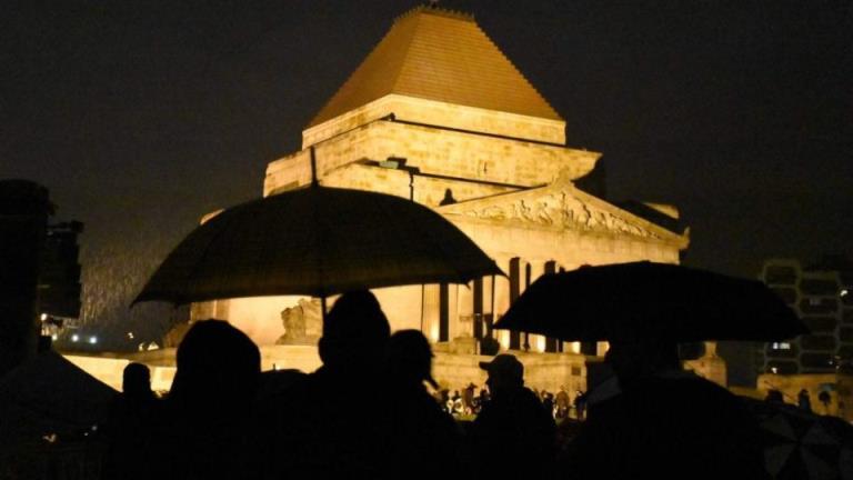 """""""愤怒"""",维多利亚的黎明服务帽保持在1400只允许500人游行"""