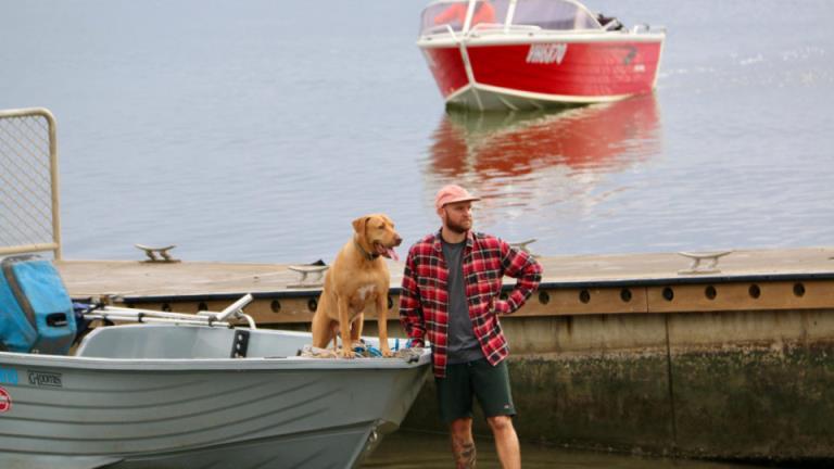 布里斯班渔民特伦特·莱利失踪的搜救工作仍在继续,船只已开始下水