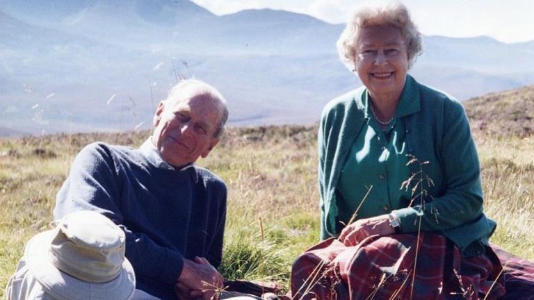 伊丽莎白女王和菲利普亲王73年的爱情故事