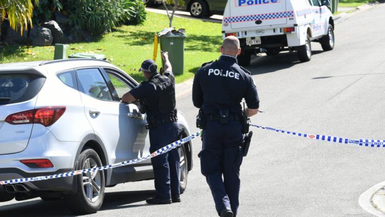 一名男子在后院发现一名女子烧焦的尸体后被捕
