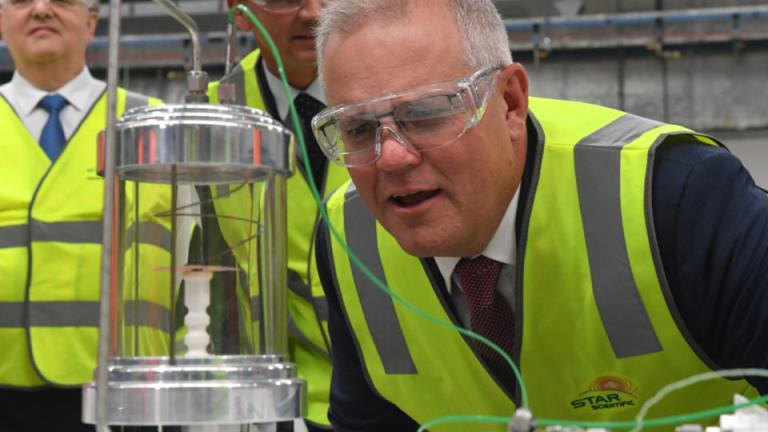"""5.66亿美元基金支持电池、核能、""""绿色钢铁""""等清洁能源合作"""