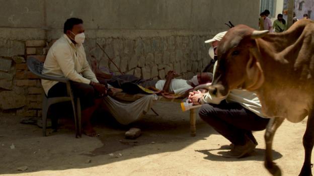 滞留在印度的澳大利亚人声称,有缺陷的冠状病毒检测导致他们错过了遣返航班