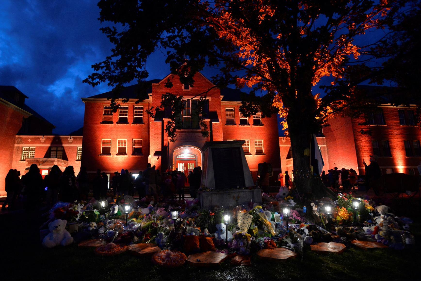 在发现儿童遗体后,加拿大提出解决土著诉讼