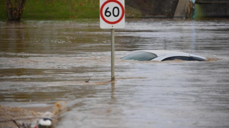 在维多利亚州东南部的伍德赛德,一名男子被发现死于洪水中