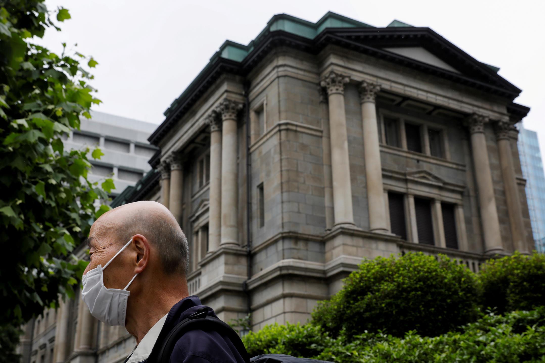 日本央行可能扩大大流行援助计划,以支持脆弱的复苏