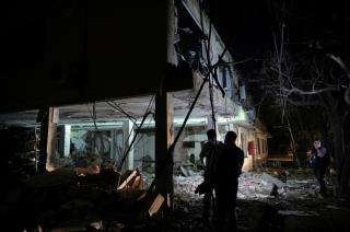 哥伦比亚士兵在重症监护室,两名美国顾问在汽车炸弹中受伤