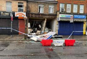 英国商铺发生爆炸 4名成年人和1名儿童被消防队员救出