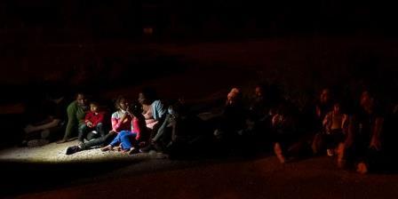 """拜登政府正式结束了特朗普的""""留墨""""移民政策"""