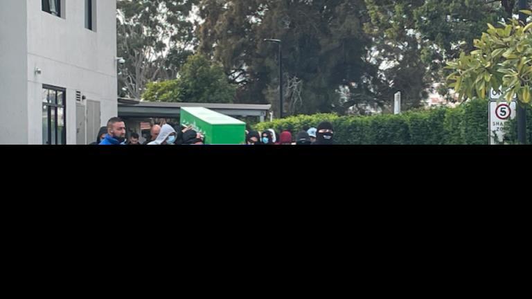 在悉尼CBD被枪杀的犯罪头目的葬礼戒备森严
