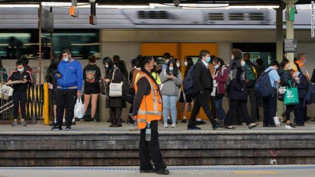 随着新冠肺炎病例激增,悉尼部分地区的居民被限制在城市