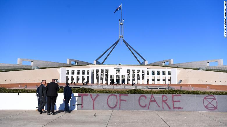 政府间气候变化专门委员会发布气候变化报告后,澳大利亚议会大厦被涂鸦
