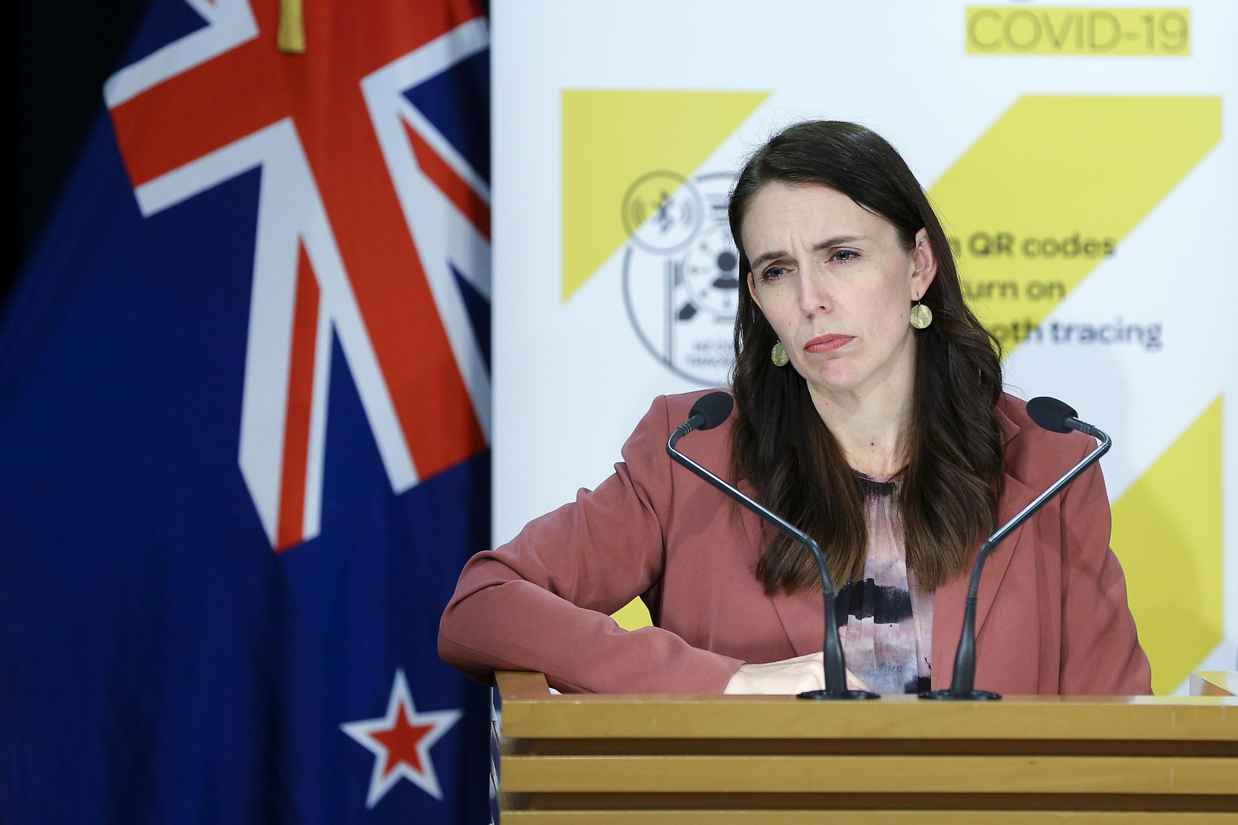 在首个可疑的德尔塔变种社区案例之后,新西兰进入卖空,全国范围内急剧