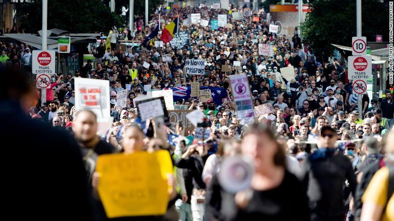 随着反封锁抗议活动的爆发,澳大利亚经历了新冠肺炎大流行最糟糕的一天