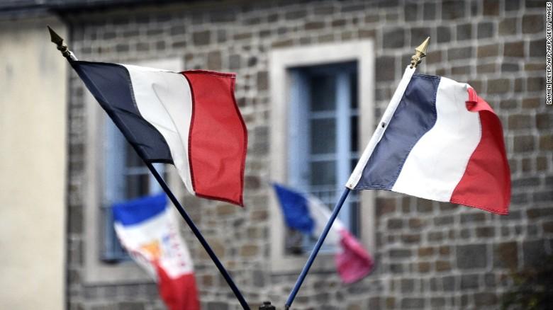 法国取消了在华盛顿的接待活动,并淡化了美法独立战争胜利的庆祝活动