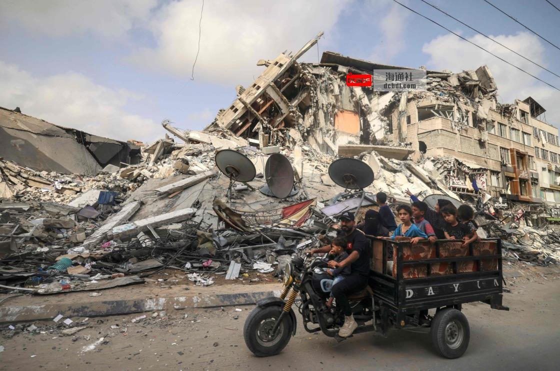 加沙的巴勒斯坦人通过联合国计划从卡塔尔获得了100美元的援助
