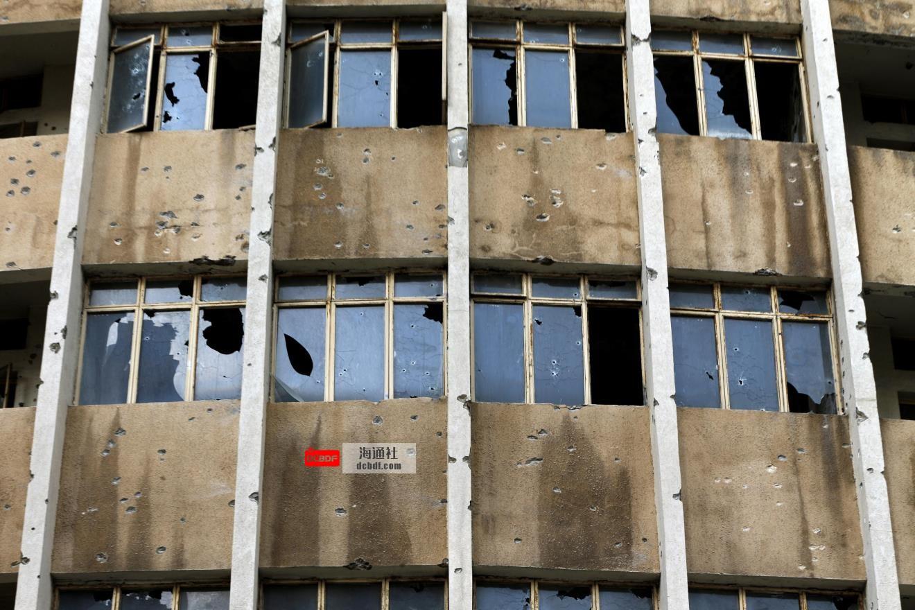 在致命的枪战后,黎巴嫩在紧张的平静中暂停