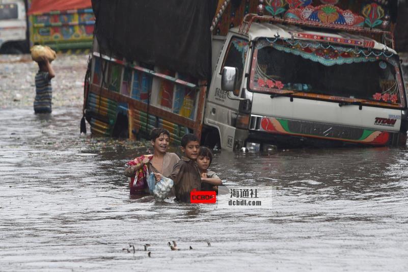 黑暗的未来?气候变化加剧了高温和洪水对儿童的威胁