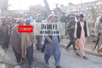 塔利班发誓不会报复。一个阿富汗家庭讲述了一个不同的故事。
