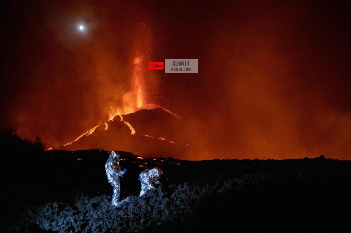 """""""看不到尽头"""":西班牙拉帕尔马火山爆发的第四周"""